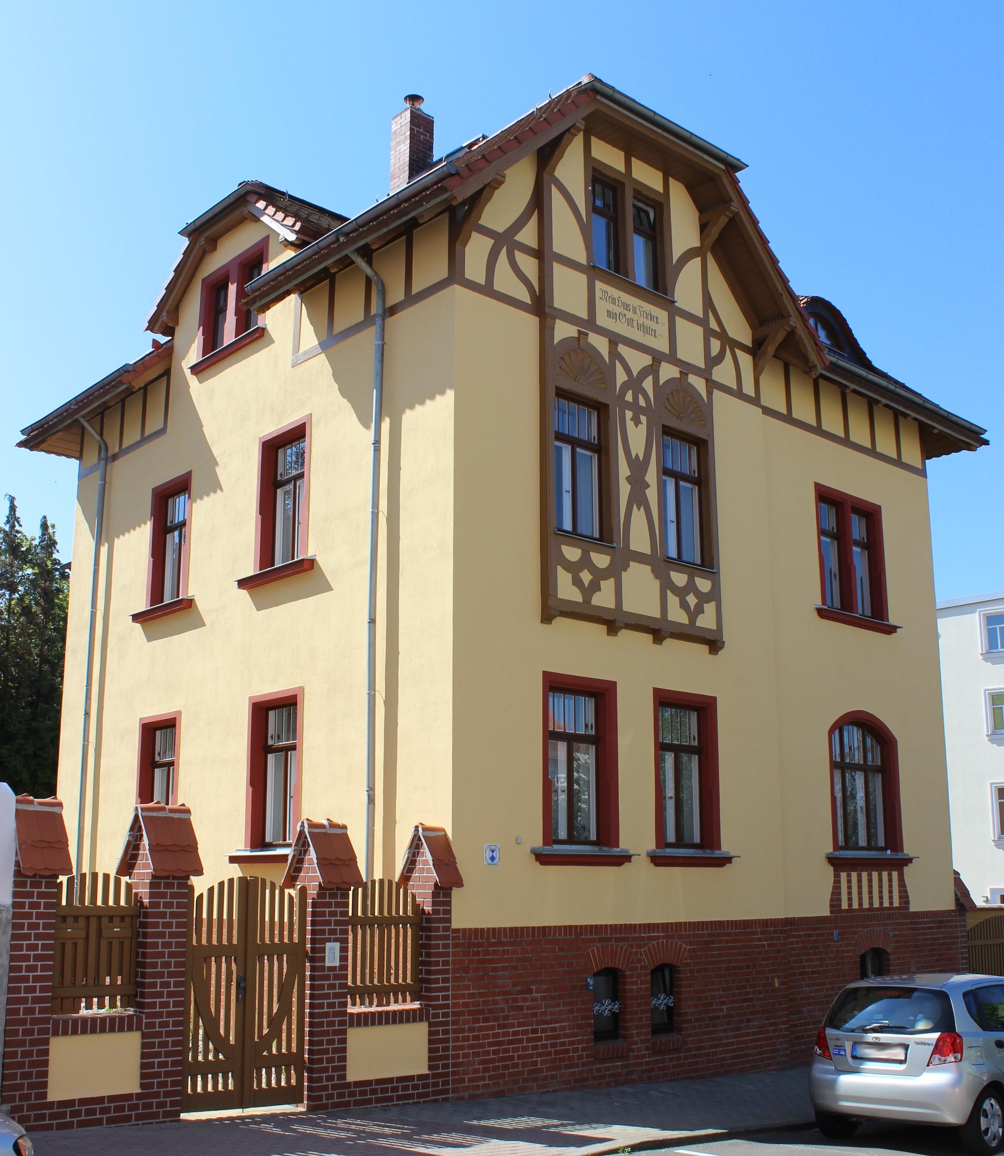 Innenputz und Fassadensanierung denkmalgeschütztes Wohnhaus in Borna